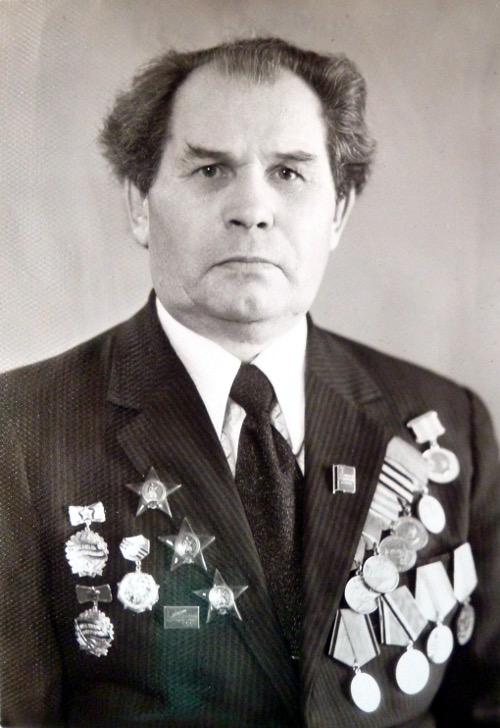 fedorovich-katya-soset-chlen-domashnee