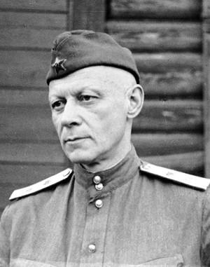 Гитлер нервно курит: В ВСУ отправляют под конвоем, а служить будут женщины